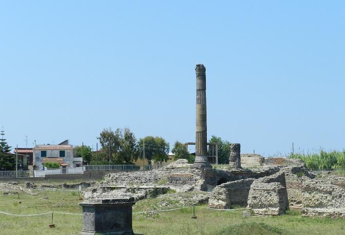 Non solo abbandono, area archeologica diventa rifugio abusivo per immigrati: dove accade