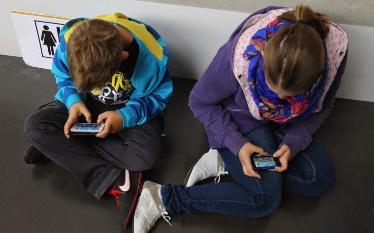 Smartphone e tablet fanno male ai bambini? Il parere dei pediatri