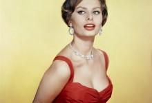 Sofia Loren, dove vive e vita privata della Vip che ama Napoli debitamente a distanza