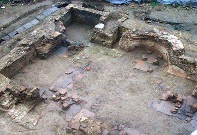 Colata di cemento sulle terme romane: dove accade