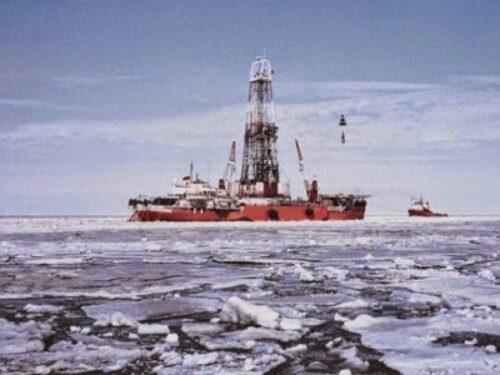 Resteremo a piedi? Il petrolio si sta esaurendo: ecco i dati che ci stanno nascondendo