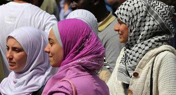 Sempre più donne italiane si convertono all'Islam: le ragioni dietro questa scelta