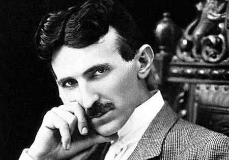 Nikola Tesla aveva previsto l'invenzione dello smartphone negli anni '20: cosa disse in una intervista