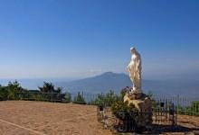Croce capovolta, statua Madonna distrutta, statua Padre Pio decapitata: il Comune in preda ai satanisti