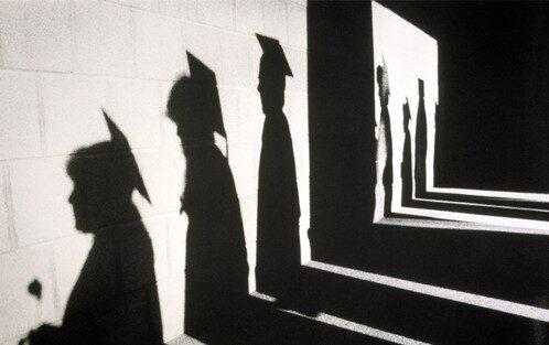 In Italia studiare non conviene: i dati deprimenti sull'occupazione per laureati e diplomati