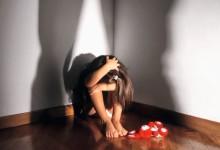 Orrore a Napoli: padre abusa del figlio undicenne per un anno e poi lo vende su internet
