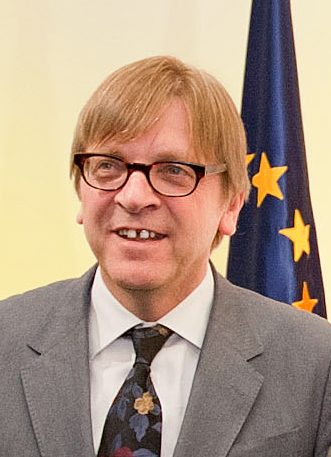Chi è davvero Verhofstadt: il burattino delle lobby che chiama burattino Conte