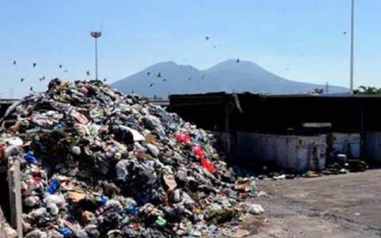 Napoli e provincia a settembre rischiano una nuova emergenza rifiuti, ecco il motivo