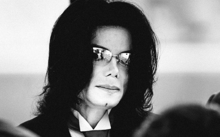 Michael Jackson, accuse di pedofilia da documentario: bandito da radio e dai Simpson