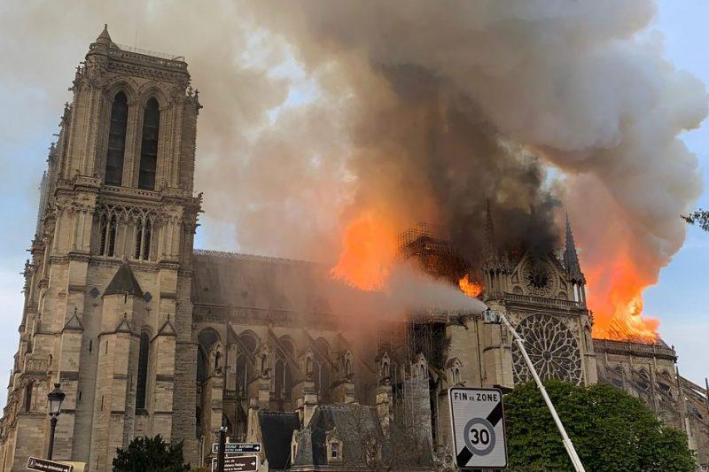 Incendio Notre-Dame, l'11 settembre della cultura: possibili cause e storia monumento