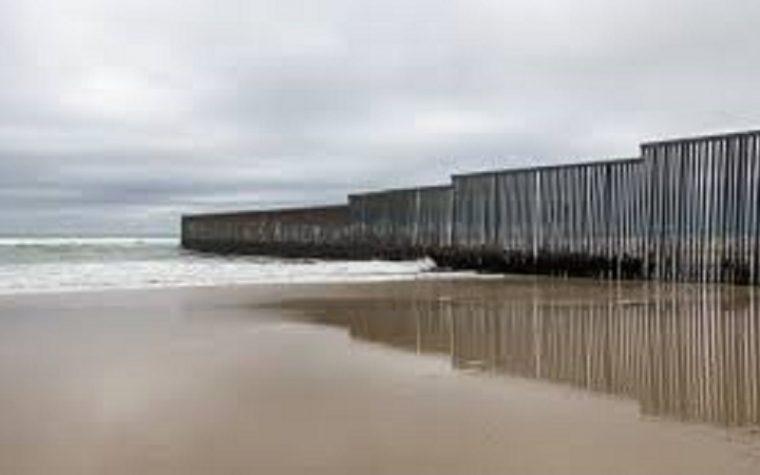 Altro che Trump, il muro tra Usa e Messico lo ha già costruito Clinton