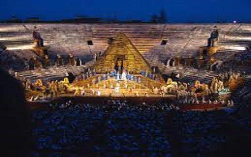 Arena di Verona, da Anfiteatro romano a palcoscenico di musica squallida