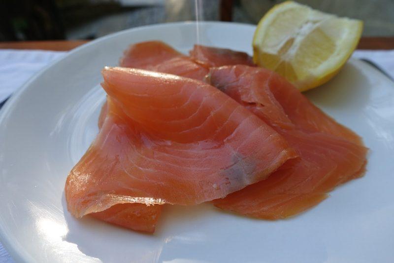 Salmone affumicato, allarme Listeria in Europa: cosa rischia Italia
