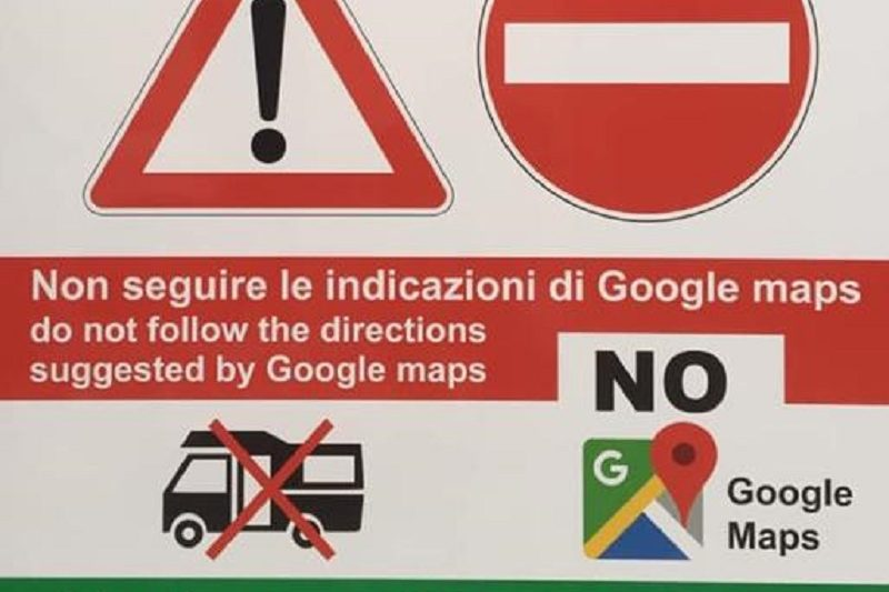 Il Comune che si ribella a Google Maps con cartelli stradali