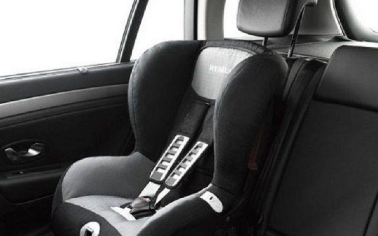 Come non dimenticare i bambini in auto: due semplici trucchi