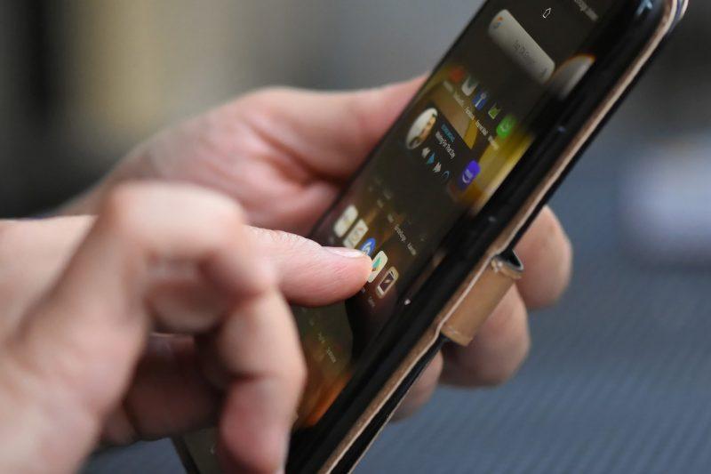 Coronavirus trasmesso da smartphone? Cosa c'è di vero