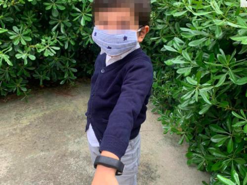 Coronavirus, braccialetto che vibra per bambini: inquietante strumento per distanziamento