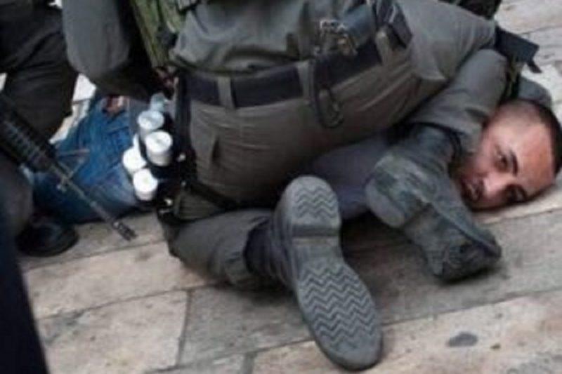 Ginocchio sul collo tortura contro i palestinesi, ma nessuno si indigna