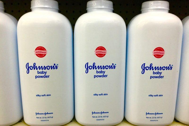 Johnson & Johnson, talco che provoca tumori è solo ultimo caso: tutti i precedenti