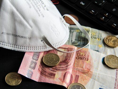 Covid-19 pretesto per obbligarci ad usare le carte anziché i contanti