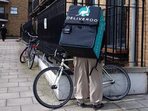 Rider quanto guadagna, se conviene e cosa serve: quanto paga Deliveroo, Glovo, Uber Eats e altri