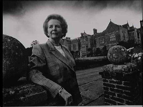 Margaret Thatcher finiva il suo mandato 30 anni fa: la Lady di ferro che partorì il Mondo di oggi