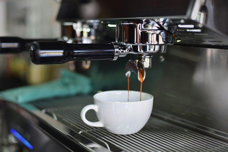 Caffè sospeso, simbolo della generosità e creatività napoletana