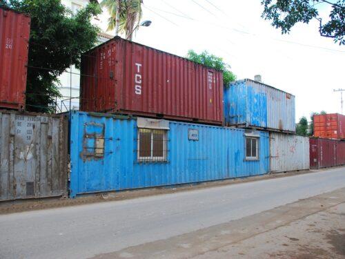 L'inquietante costruzione di campi container in tutte le regioni