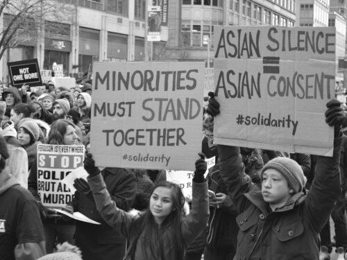 Razzismo contro asiatici negli Usa, o guerra tra minoranze etniche?