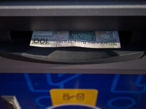 Ritirare contanti al Bancomat sarà sempre più difficile: dove sono già soppressi