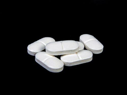 Tachipirina pericolosa per malati Covid-19: scienziati sbugiardano Ministero